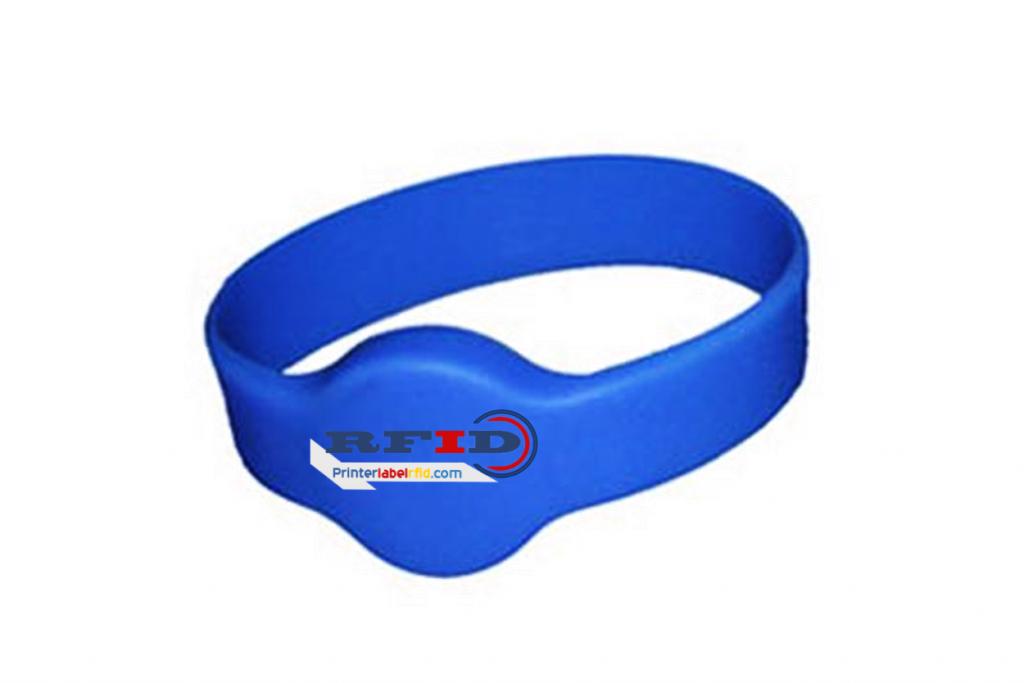 gelang RFID biru dengan logo